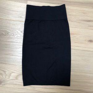 T. Babaton Aritzia Skirt. Black. Stretchy. Small